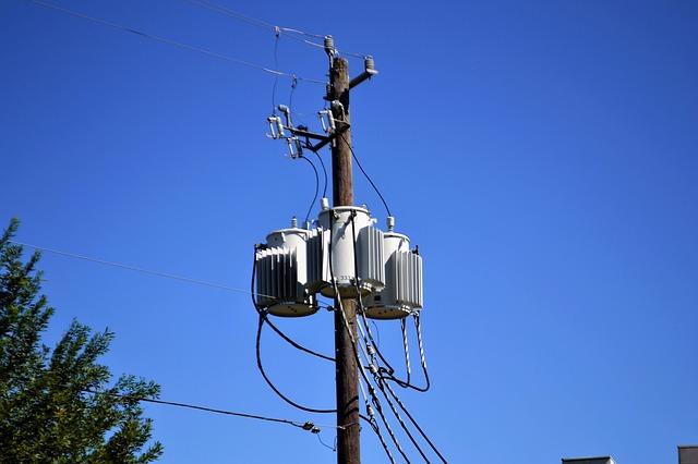 sloup s elektřinou.jpg