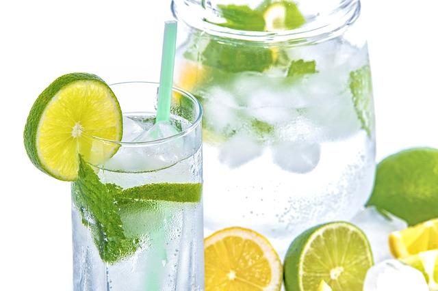 minerální voda s citrusy