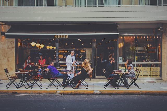 bar na chodníku