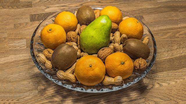 ovocná mísa s ořechy