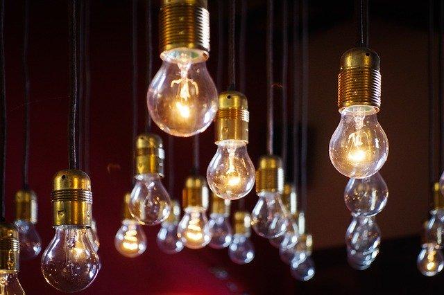 visící žárovky